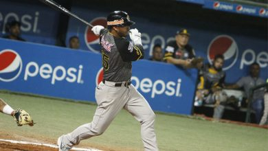 "Photo of ""El Chucho"" Guzmán pega el hit 500 con la camiseta del Caracas"
