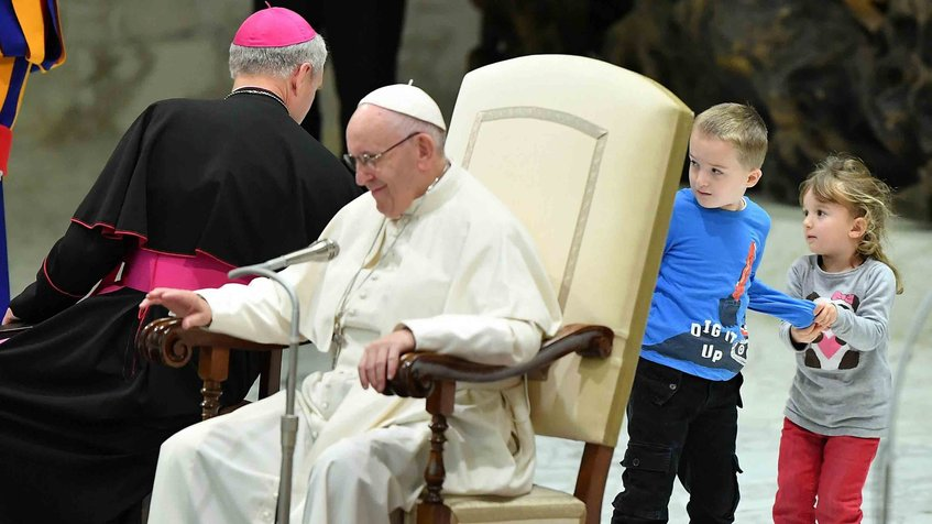 Photo of Niño argentino juega con el Papa Francisco durante audiencia en el Vaticano