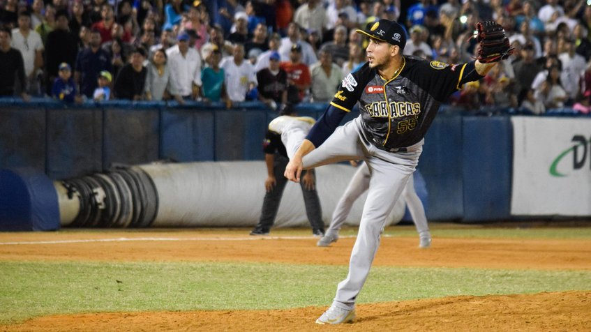 Photo of Leones derrota al Magallanes y asegura serie particular