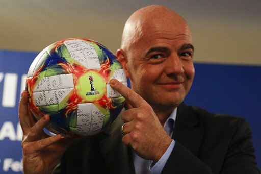 Photo of Repudio| Infantino rechaza críticas de Blatter a la FIFA