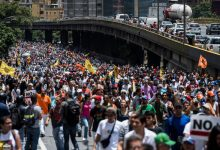 Photo of En respaldo a Guaidó protestaron en Caracas